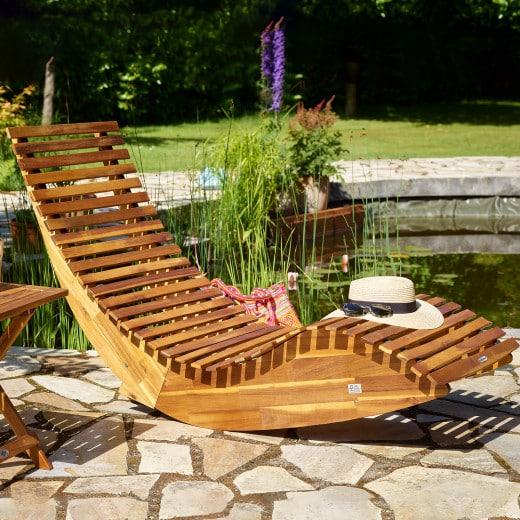 Chaise longue à bascule en bois