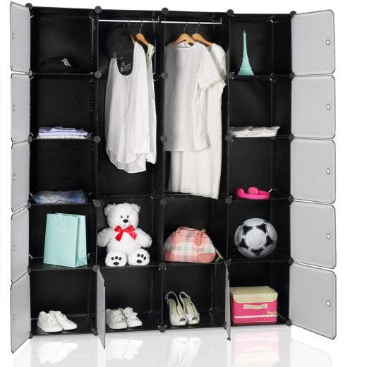 Steckregal mit 12 Kunststoffboxen und zwei Kleiderstangen in Schwarz
